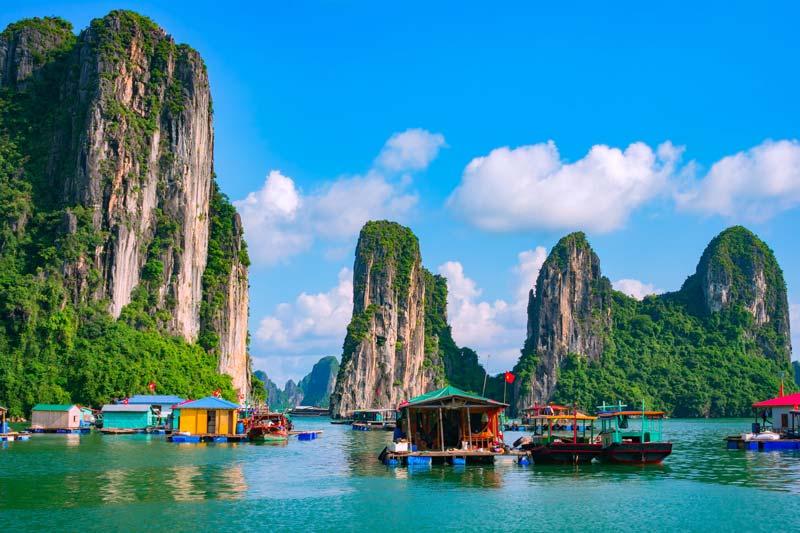 Blick auf die Halong bucht, Kreuzfahrt Vietnam, Rundreise